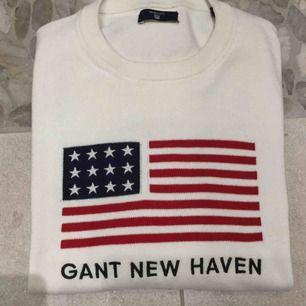 Säljer denna fina gant new haven tröja! Kommer ej till användning! Den är stolek 164cm köpt på kidsbrandstore. Den är som XS! Använt knappt 3 gånger! Köpt för drygt 500kr säljer nu billigt! Väldigt bra kvalitet!