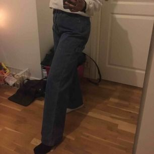 blå jeans i loose fit, använda max 2ggr. frakt betalas av köpare och pris kan diskuteras