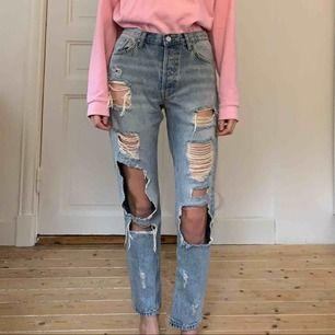 Slitna jeans från bikbok! Never denim. Knappt använda! Frakt ingår!✨