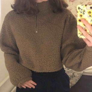 En supermysig tröja som knappt är använd och i bra skick. Kan mötas upp i Stockholm annars står köparen för frakt.