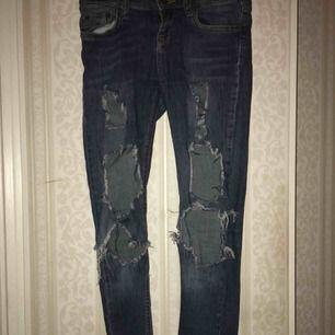 Ripped jeans precis som ny. Pris går att diskutera