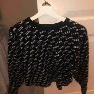 Säljer den populära Zara tröjan, bra skick