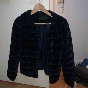 Skitsnygg pälsjacka från vero Moda! Knappt använd!!