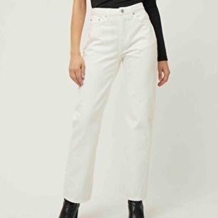 säljer mina voyage jeans från weekday som knappt är använda. jag är 179 och de går ner till lite ovanför fotknölen. midja passar 64-70 ungefär. frakt 63kr om man inte kan mötas upp i malmö.