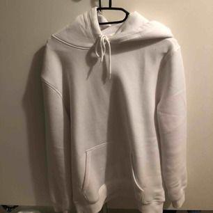 Säljer en helt ny hoodie ifrån hm, använd endast 2 gånger🥰 finns i Malung men kan skickas mot fraktkostnad!