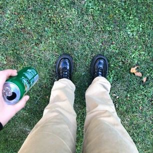 Ett par beiga Jack n Jones jeans som tyvärr inte kommer till användning. Om du vill veta mer om passform osv så är det bara att skriva 😚