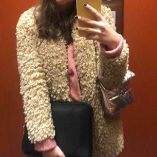 En jättefin kappa ifrån Zara! Storkek 152! Passar xs!! Superfin