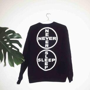 Gabber Eleganza Never Sleep sweat, printad på Gildan-tröja i storlek M. Nypris ~600