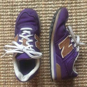 New Balance sneakers, väl använda men i gott skick! Frakt tillkommer, kan annars mötas upp! 💫