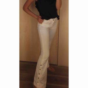 Jeans från MANGO!  storlek 34 nypris 599kr