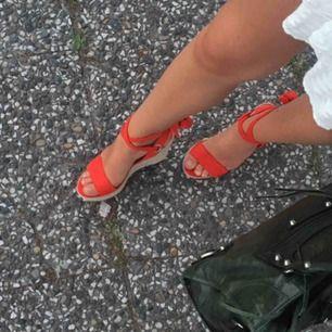 Kilklackar köpta i Cannes. använt men fint skick.  Storlek 39