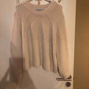 En snygg stickad tröja från only, bara testad (den sticks inte)