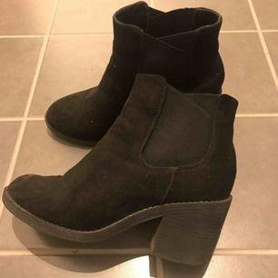 Höst/vinter boots i storlek 39. Använda ett fåtal ggr   Finns i stockholm