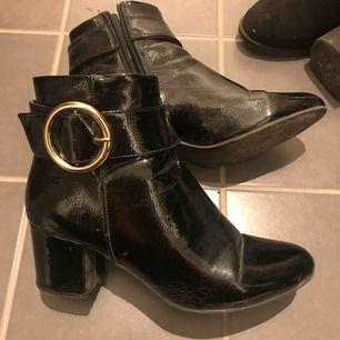 Snygga boots från new look. Storlek 39 Säljes pga av för många liknande.   Finnes i Stockholm eller skickas mot frakt