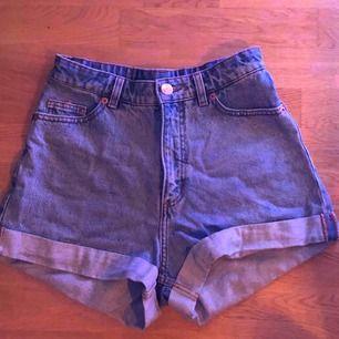 Jättefina shorts från monki i strl. 25. Säljer pga för stora. Bra skick och nästan oanvända. Kan mötas upp i Stockholm eller fraktas (då står köparen för frakten).