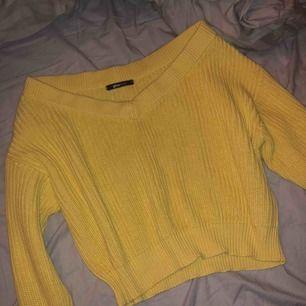 Oanvänd stickat tröja från Gina tricot. Ny pris 249.