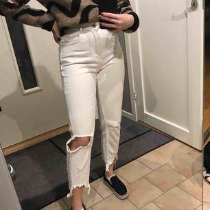 Vita jeans, i mycket bra skick, knappt använda!