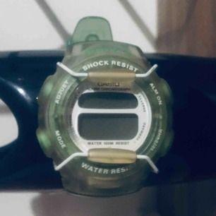 Riktigt ovanlig färg på denna kultförklarade klocka : casio Baby G från 1998