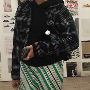 Jättefin rutig jacka från Gina tricot som är tunn och väldigt fin! Möts upp i Stockholm.