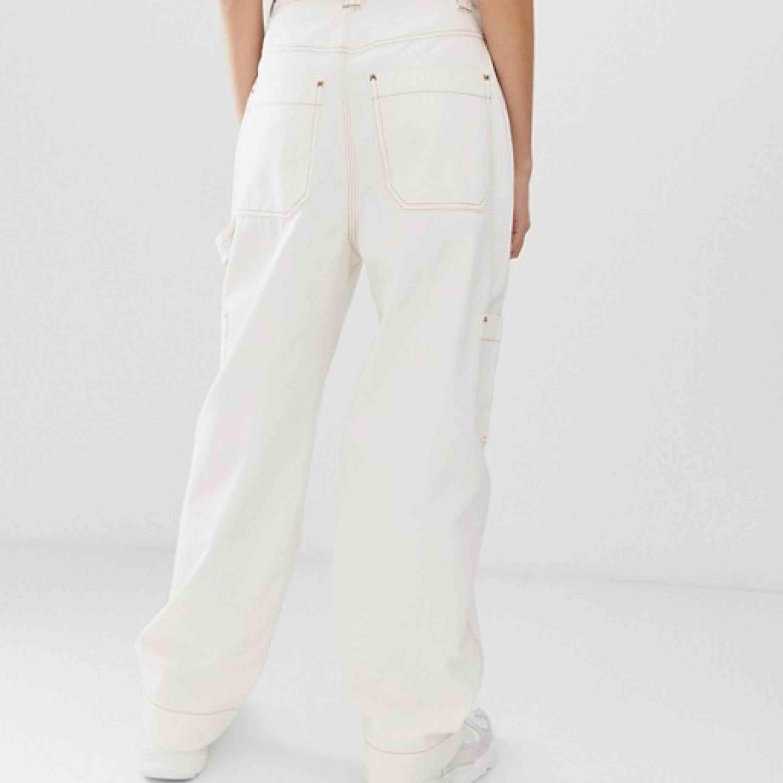 Gööösnygga byxor från weekday. Slutsålda online! Frakt tillkommer🔥🔥🖤. Jeans & Byxor.