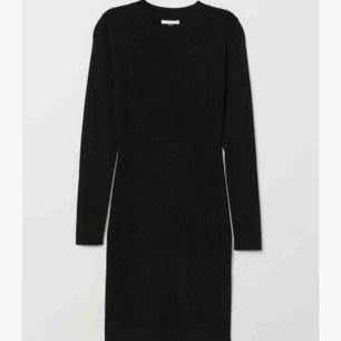 Svart tight basic klänning från H&M Frakt är 50kr