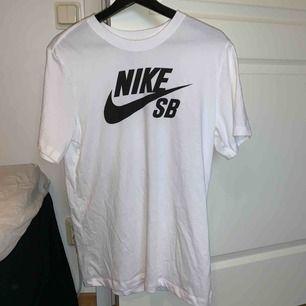 Nike sb tisha köpt på hollywood för någon månad sen, knappt använd ser precis ut som ny