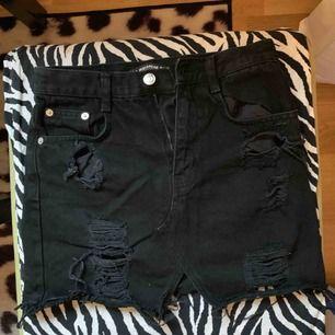 Pull&bear black skirt / like new 🖤🔥
