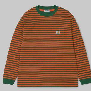 Carhartt Wip, Orange/grön randig tröja med bröstficka. Använd 1 gång. Nyskick!