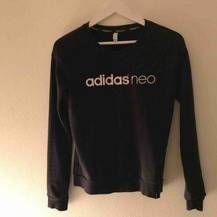 Adidas tröja i storlek S bra skick, knappt använd 100kr Kan mötas upp eller posta, du betalar frakten ❤️