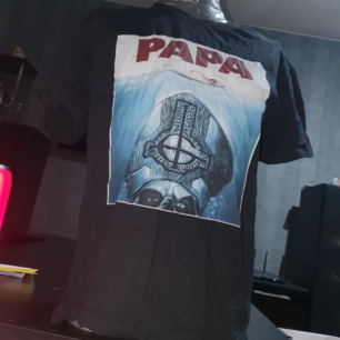 Ghost-tröja. Obetydligt använd. :)  (Hund finns i hemmet)