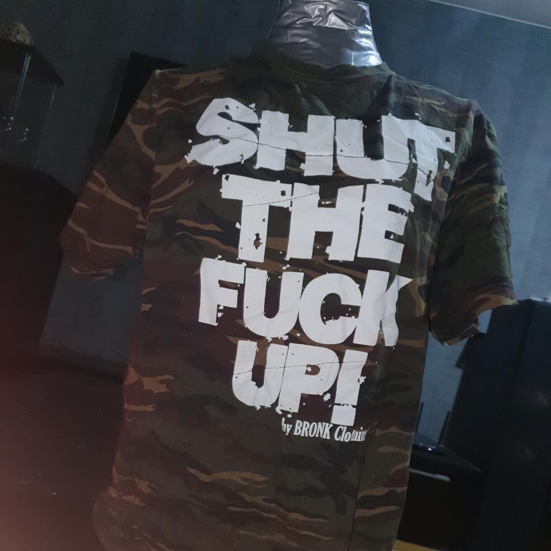 Tröja med attityd från BRONK clothing. Testad, annars inte använd.. T-shirts.