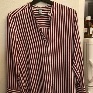 Siden skjorta från hm använd 1 gång öppet lägst ner på ärmen