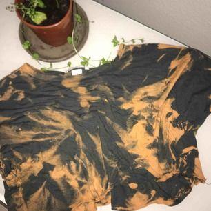 """Jätte fin t tröja som jag klippte av och """"blekte...😊för flera frågor är de bara att ✍🏻 😊"""