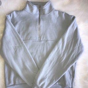 Ljusblå zip tröja från brandy melville! Helt felfri. Köpt för 449kr💖