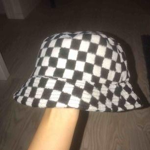 Snygg buckethat från Asos! Frakt tillkommer 30:-🦋🦋