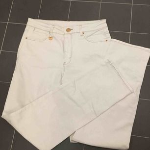 Höga stretchiga raka vita jeans. Nyskick
