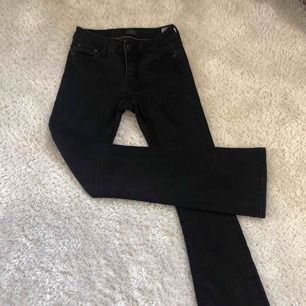 svarta bootcut jeans från crocker, fint skick