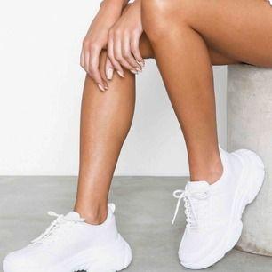 Säljer dessa skor från Nelly. Använda men i fint skick. Strl 37! Egna bilder kan självklart skickas🥰💘