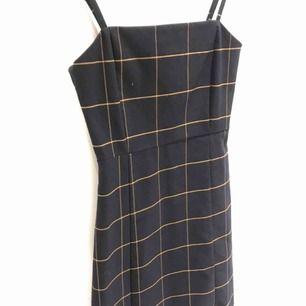 Jättesöt klänning från Monki använd en gång. Passar en 34a också :)💓
