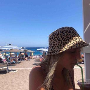 En jätte fin leopard hatt som är använd 2 gånger! 🌷