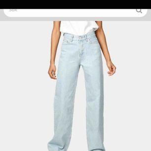 Ett par helt nya jeans beställda ifrån junkyard. ALDRIG ANVÄNDA. strl 26. köpta för 500kr.