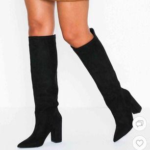 """Super fina boots från Nelly. Storlek 38! Har storlek 37/38 och dessa var perfekta eftersom jag har lite bredare """"mans"""" fötter. Endast använda en gång! Köptes för 599kr"""