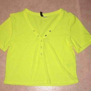Neon tröja aldrig använd frakt tillkommer