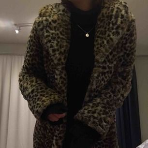 Skit snygg leopard kappa med fickor vid sidan !