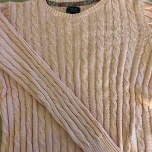 Säljer min Ralph Lauren tröja. Köpt på Kidsbrandstore förra året. Har använt den några gånger men inga fel på den. Nypris ligger runt 900kr. Storleken är för flickor 16 år men den passar lika bra som en storlek S 💞