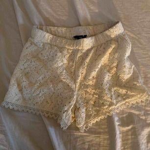 Somriga vita shorts