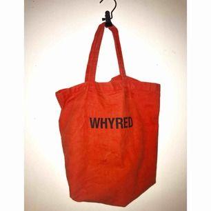 """Tygkasse från Whyreds specialkollektion """"Beautiful outsiders"""". Gott skick, använd ett fåtal gånger!  50kr frakt!"""
