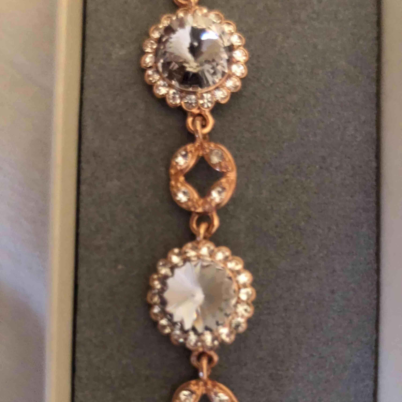 Lily&rose armband, bud! Nypris: 999kr. Accessoarer.