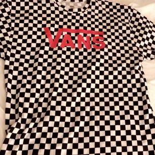 Vans oversized t-shirt (Original pris 399kr) Använd 1 gång💞 (Köparen står för frakten) ☺️