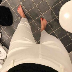 Basic vita kostymbyxor, bra att ha i garderoben!💓💞💗